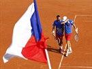 SMUTNÝ KONEC. Čeští tenisté Tomáš Berdych a Radek Štěpánek (vlevo) spolu zařídili dva triumfy v Davisově poháru, ale ve Francii ztratili na postup už ve čtyřhře.