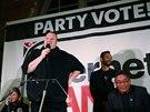Novozélandskou stranu zakladatele Megauploadu na setkání s voliči v Aucklandu podpořil Snowden i Assange.