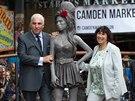 Rodiče Amy Winehouse se sochou dcery