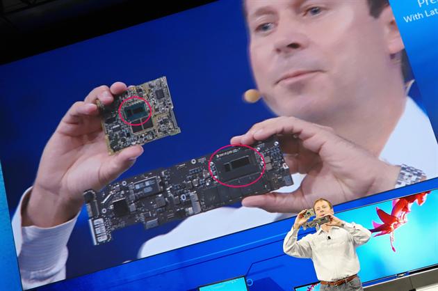 Oproti p�edchozí 22nm generaci zabírá procesor polovi�ní plochu a má i men�í...