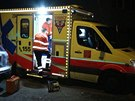 Policisté a záchranáři zasahovali v bytě v pražské Krči, kde muž pobodal ženu. Ta zraněním podlehla (28.9.2014)