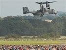 Americký konvertoplán Osprey odlétá ze Dnů NATO v Ostravě