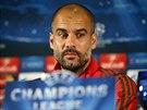 Trenér Pep Guardiola z Bayernu Mnichov na tiskové konferenci před zápasem Ligy mistrů