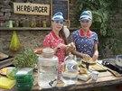 Linda Rybov� a Kate�ina Winterov� v po�adu Herb��