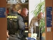 Policejní zásah p�i sbírání dokumentace k zakázkám.