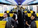 Nov� vag�ny Astra spole�nosti RegioJet vyroben� v Rumunsku jsou vybaveny dotykov�m monitorem v ka�d� seda�ce.