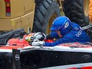 V��N� NEHODA. Jules Bianchi je doktorem prohl�en je�t� v kokpitu sv�ho vozu. Okam�it� pot� byl p�evezen do nemocnice.