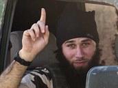 Bojovník Islámského státu poblíž Kobani (7. října 2014).