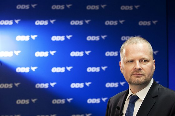 Předseda ODS Petr Fiala ve volebním štábu strany v Praze. (11. října 2014)