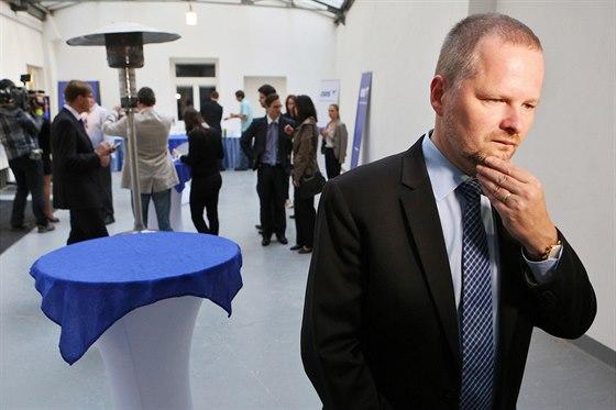 Předseda ODS Petr Fiala ve volebním štábu strany v Praze. (18. října 2014)