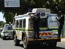 Policie převáží Oscara Pistoriuse od soudu do věznice Kgosi Mampuru II (21. října 2014)