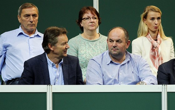 Šéf českého fotbalu Miroslav Pelta a Roman Berbr (vlevo dole)