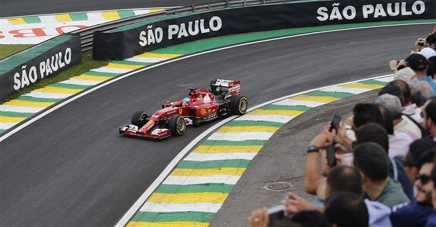 Fernando Alonso b�hem kvalifikace na VC Brazílie formule 1