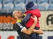 Roman Lengyel z �esk�ch Bud�jovic se raduje se synem Alexem.