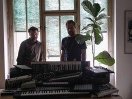 Martin Tvrdý a Václav Havelka přetvořili na albu U nás v garáži klasiky tuzemského undergroundu.