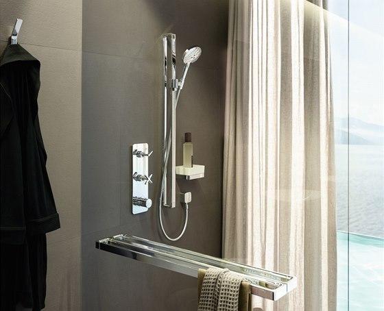 """Nejkratší """"obdélník"""" tvoří základ praktické poličky, nejdelší naopak funguje jako držák sprchové hlavice, madlo a držák na osušku."""