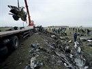 Trosky Boeingu 777 malajsijsk�ch aerolinek na je��bu. V ned�li za�alo odkl�zen� trosek letadla z��cen�ho na Ukrajin�. (16. listopadu 2014)