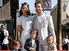 Matthew McConaughey, jeho man�elka Camila Alvesov� a jejich d�ti Livingston, Levi a Vida (Los Angeles, 17. listopadu 2014)