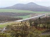Sesuv zavalil rozestav�ný úsek dálnice D8 za�átkem �ervna 2013.