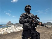Brazilsk� policie se s t�m nep��e, ka�d� den zabije �est zlo�inc�. Na sn�mku �len speci�ln� jednotky BOPE.