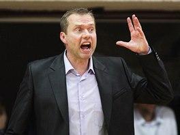 Trenér Českých Budějovic Jan Svoboda diriguje svůj tým.