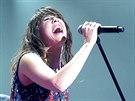 Francouzsk� zp�va�ka Zaz b�hem koncertu v pra�sk�m F�ru Karl�n. (29. listopadu 2014)