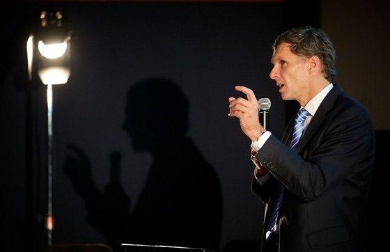 ÚVODNÍ SLOVO. Konferenci o psaných médiích zahájil krátkým proslovem Jiří Kejval, předseda Českého olympijského výboru.