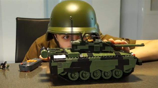 Mr. Šalapeňos testuje tank Challenger II