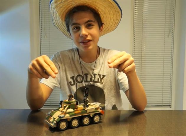 Mr. Šalapeňos testuje tank ze stavebnice Small Army, Puma