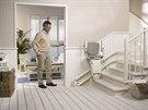 Dělá vám problém vyjít schody? Řešením jsou schodišťové sedačky