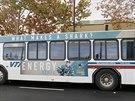 HERTLBUS. V San Jose jezd� autobusy s fotkou �esk�ho hokejisty Tom�e Hertla, kter� hraje s m�stnimi Sharks.