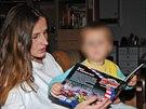 Eva Michaláková  s jedním ze svých synů. Norské úřady obě děti rodičům odebraly v květnu 2011.