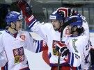 Český hokejista Jan Kovář (uprostřed) slaví gól se spoluhráči Lukášem Radilem (vlevo) a Martinem Zaťovičem.