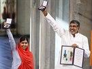 Mal�la J�sufzajov� a Kajl� Satj�rth� v norsk�m Oslu p�evzali Nobelovu cenu za m�r (10. prosince 2014).