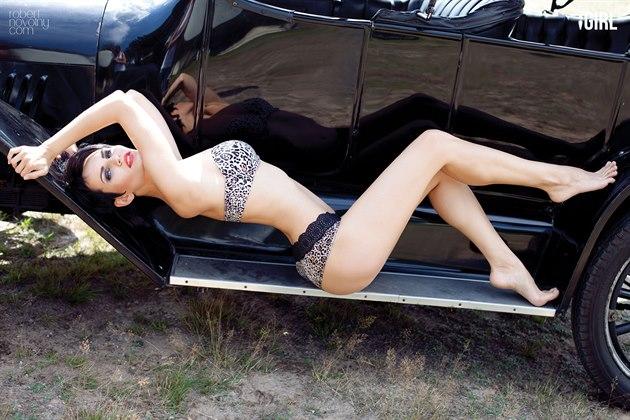 Prosincová iGirl a profesionální modelka Martina Fialková a Chevrolet 490