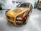 Pozlacen� Rolls-Royce Ghost