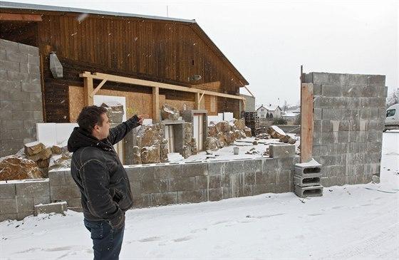 Podnikatel Michal Novák buduje ze staré pily ve Studenci zvířecí park. Už nyní v něm chová mnoho šelem, například lvy, tygry nebo hyeny. Časem mají přibýt i třeba sloni, zebry nebo pandy.
