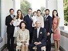 Švédská královská rodina: Chris O'Neill, princezna Madeleine a jejich dcera Leonore, korunní princezna Victoria, její manžel Daniel a jejich dcera Estelle, princ Carl Philip a Sofia Hellqvistová, královna Silvia a král Carl XVI. Gustaf