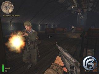 První voják střílí se zavřenýma očima, druhý křepčí v rituálním tanci. Tohle má být válka?!