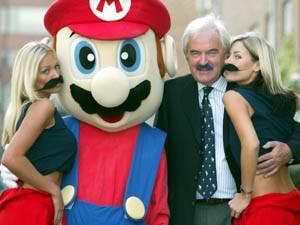 Promo akce - Nintendo a Mario sponzorují knírek fotbalového komentátora Des Lynama