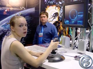 Irina Semenová a Sláva Plotnikov z Russobitu při prezentaci vesmírné simulace HomePlanet