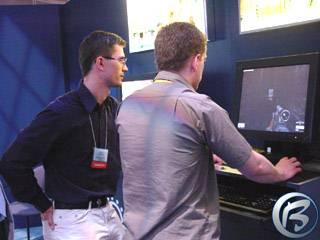 David Durčák z Cauldronu (vlevo) představuje na stánku JoWoodu připravovanou slovenskou 3D akci Chaser