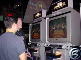 Eidosí prezentace nové Lary Croft u PlayStation 2 stánku