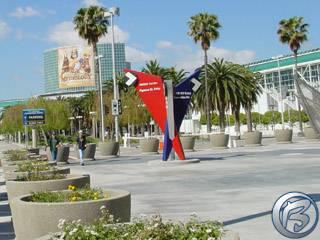 Pohled na LA Convetion Center, místo konání E3 2002