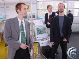 V popředí AnakreoN a Ignitron, v pozadí na monitoru screenshot z pracovní verze Berušek 2.