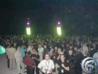 Davy lidí dole na pódiu poprvé