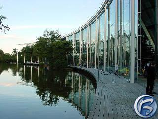 Pohled na monumentální londýnské sídlo Electronic Arts