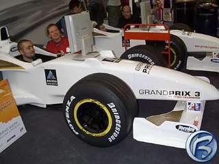 Hasbro si ve své expozici instalovalo i makety formulí, aby dojmy hráčů Grand Prix 3 byly co možná nejlepší