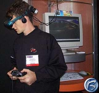 Mladík se u stánku 3Dfx oddává počítačové hře s 3D brýlemi na očích