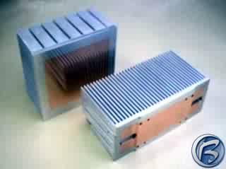 Dva vývojové heatsinky s měděnou styčnou plochou pro výkonné, nebo nadměrně tepelně zatěžované procesory